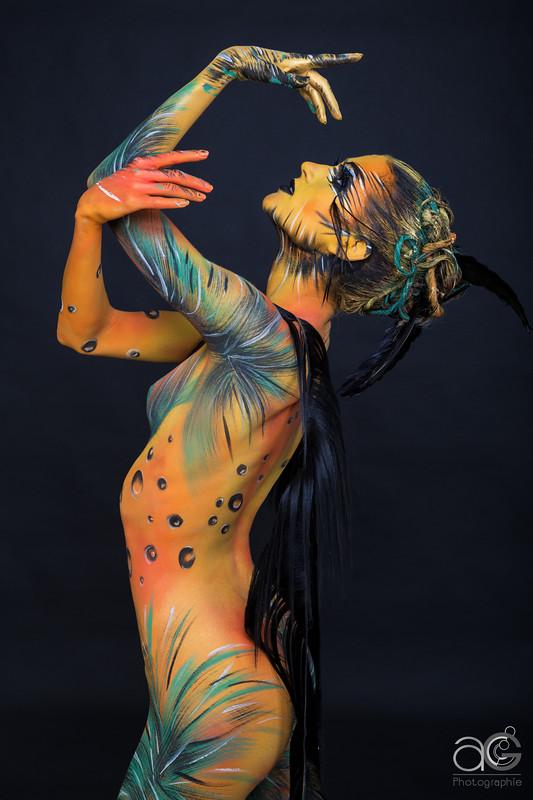 One Line Body Art : Body painting
